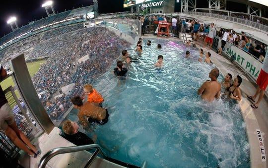 Tampa bay buccaneers at jacksonville jaguars - Jacksonville jaguars swimming pool ...