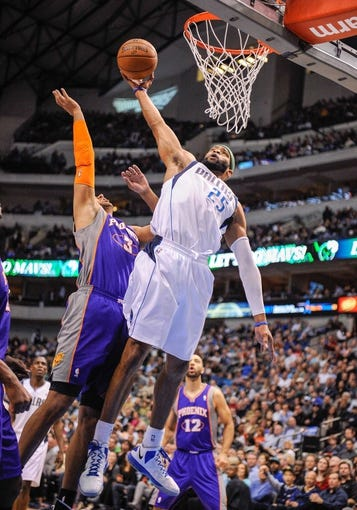Apr 10, 2013; Dallas, TX, USA; Dallas Mavericks shooting guard Vince Carter (25) shoots over Phoenix Suns shooting guard Jared Dudley (3) at the American Airlines Center. The Suns defeated the Mavericks 102-91. Mandatory Credit: Jerome Miron-USA TODAY Sports