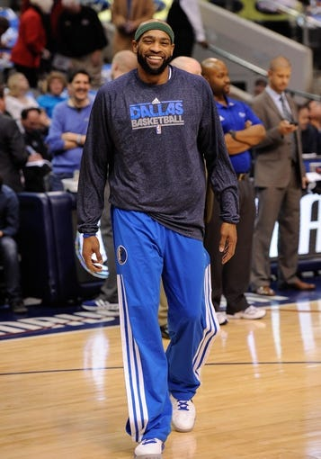 Apr 10, 2013; Dallas, TX, USA; Dallas Mavericks shooting guard Vince Carter (25) warms up before the game against the Phoenix Suns at the American Airlines Center. The Suns defeated the Mavericks 102-91. Mandatory Credit: Jerome Miron-USA TODAY Sports