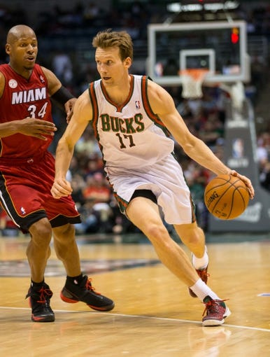 Apr 25, 2013; Milwaukee, WI, USA; Milwaukee Bucks forward Mike Dunleavy (17) during game three of the first round of the 2013 NBA playoffs against the Miami Heat at BMO Harris Bradley Center.  Miami won 104-91.  Mandatory Credit: Jeff Hanisch-USA TODAY Sports