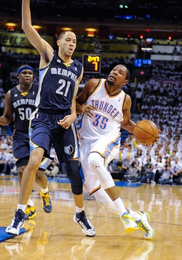May 15, 2013; Oklahoma City, OK, USA; Oklahoma City Thunder small forward Kevin Durant (35) drives to the basket past Memphis Grizzlies small forward Tayshaun Prince (21) during game five of the second round of the 2013 NBA Playoffs at Chesapeake Energy Arena. The Grizzlies defeated the Thunder 88-84. Mandatory Credit: Jerome Miron-USA TODAY Sports