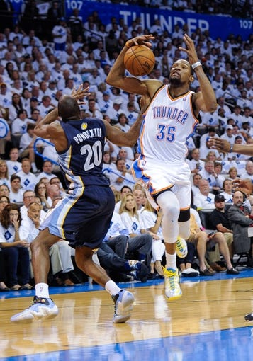 May 15, 2013; Oklahoma City, OK, USA; Memphis Grizzlies small forward Quincy Pondexter (20) knocks the ball away from Oklahoma City Thunder small forward Kevin Durant (35) during game five of the second round of the 2013 NBA Playoffs at Chesapeake Energy Arena. The Grizzlies defeated the Thunder 88-84. Mandatory Credit: Jerome Miron-USA TODAY Sports