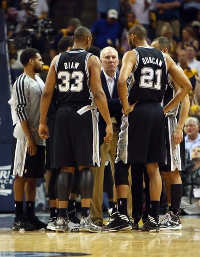 May 27, 2013; Memphis, TN, USA; San Antonio Spurs head coach Gregg Popovich (middle) talks with his team in the second half of game four of the Western Conference finals of the 2013 NBA Playoffs against the Memphis Grizzlies at FedEx Forum.  The Spurs won 93-86.  Mandatory Credit: Spruce Derden-USA TODAY Sports
