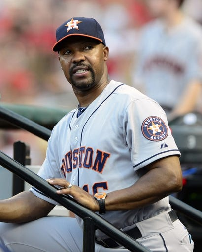 Jul 9, 2013; St. Louis, MO, USA; Houston Astros manager Bo Porter (16) looks on as his team plays the St. Louis Cardinals during the second inning at Busch Stadium. Mandatory Credit: Jeff Curry-USA TODAY Sports