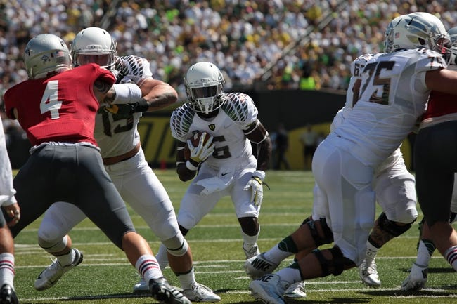 Aug 31, 2013; Eugene, OR, USA; Oregon Ducks tight end Colt Lyerla (15) blocks for running back De'Anthony Thomas (6) against the Nicholls State Colonels at Autzen Stadium. Mandatory Credit: Scott Olmos-USA TODAY Sports