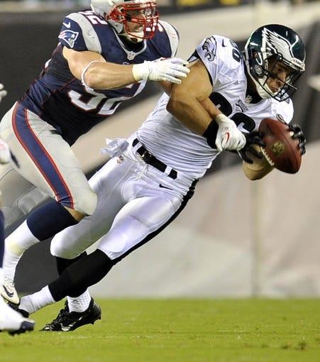 Aug 9, 2013; Philadelphia, PA, USA; Philadelphia Eagles tight end Zach Ertz (86) makes a catch against the New England Patriots during the first half of a preseason game at Lincoln Financial Field. The Patriots won 31-22. Mandatory Credit: Joe Camporeale-USA TODAY Sports