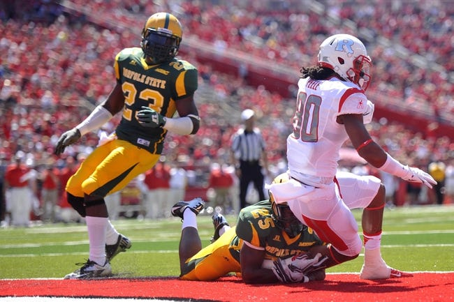 Sep 7, 2013; Piscataway, NJ, USA; Rutgers Scarlet Knights wide receiver Ruhann Peele (80) makes a touchdown catch against the Norfolk State Spartans during the first half at High Point Solutions Stadium. Rutgers won the game 38-0. Mandatory Credit: Joe Camporeale-USA TODAY Sports