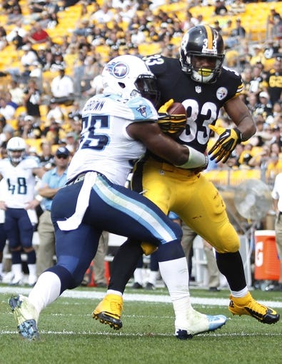 Sep 8, 2013; Pittsburgh, PA, USA; Tennessee Titans outside linebacker Zach Brown (55) keeps Pittsburgh Steelers running back Isaac Redman (33) from scoring into the end-zone during the fourth quarter at Heinz Field. The Tennessee Titans won 16-9. Mandatory Credit: Charles LeClaire-USA TODAY Sports