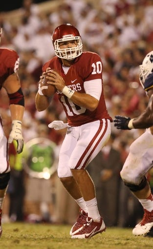 Sep 7, 2013; Norman, OK, USA; Oklahoma Sooners quarterback Blake Bell (10) in the pocket against the West Virginia Mountaineers at Gaylord Family - Oklahoma Memorial Stadium. Mandatory Credit: Matthew Emmons-USA TODAY Sports
