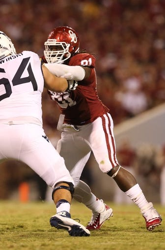Sep 7, 2013; Norman, OK, USA; Oklahoma Sooners defensive end Charles Tapper (91) in action against the West Virginia Mountaineers at Gaylord Family - Oklahoma Memorial Stadium. Mandatory Credit: Matthew Emmons-USA TODAY Sports