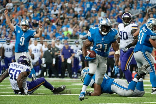 Sep 8, 2013; Detroit, MI, USA; Detroit Lions running back Reggie Bush (21) runs the ball during the third quarter against the Minnesota Vikings at Ford Field. Mandatory Credit: Tim Fuller-USA TODAY Sports