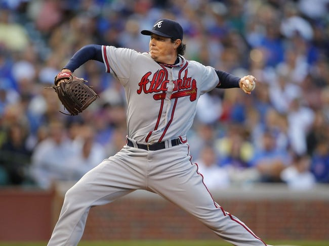 Sep 21, 2013; Chicago, IL, USA; Atlanta Braves relief pitcher Scott Downs (32) throws a pitch in the eighth inning  against the Chicago Cubs at Wrigley Field. Chicago won 3-1. Mandatory Credit: Dennis Wierzbicki-USA TODAY Sports
