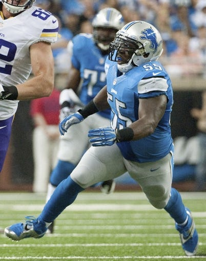 Sep 8, 2013; Detroit, MI, USA; Detroit Lions middle linebacker Stephen Tulloch (55) during the second quarter at Ford Field. Mandatory Credit: Tim Fuller-USA TODAY Sports