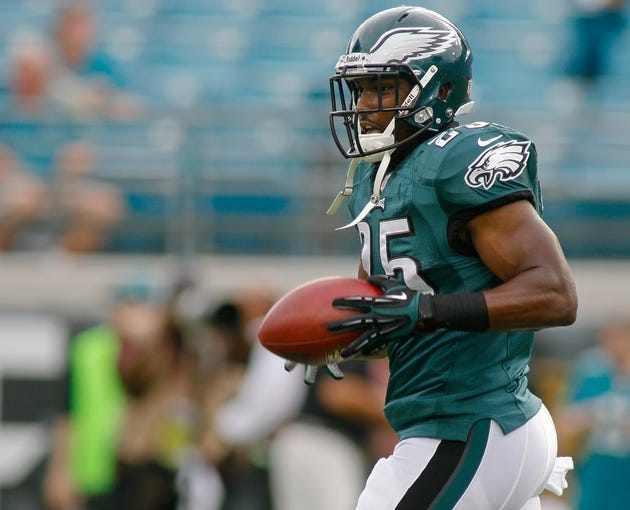 Aug 24, 2013; Jacksonville, FL, USA; Philadelphia Eagles running back LeSean McCoy (25) catches a pass prior to the start of their game against the Jacksonville Jaguars at EverBank Field. The Philadelphia Eagles beat the Jacksonville Jaguars 31-24. Mandatory Credit: Phil Sears-USA TODAY Sports