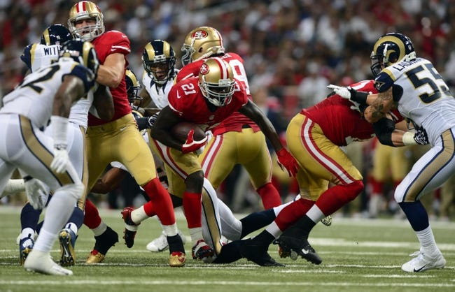 Sep 26, 2013; St. Louis, MO, USA; San Francisco 49ers running back Frank Gore (21) carries the ball against the St. Louis Rams during the second half at the Edward Jones Dome. San Francisco defeated St. Louis 35-11. Mandatory Credit: Jeff Curry-USA TODAY Sports