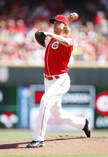 Sep 28, 2013; Cincinnati, OH, USA; Cincinnati Reds starting pitcher Bronson Arroyo (61) pitches during the first inning against the Pittsburgh Pirates at Great American Ball Park. Mandatory Credit: Frank Victores-USA TODAY Sports