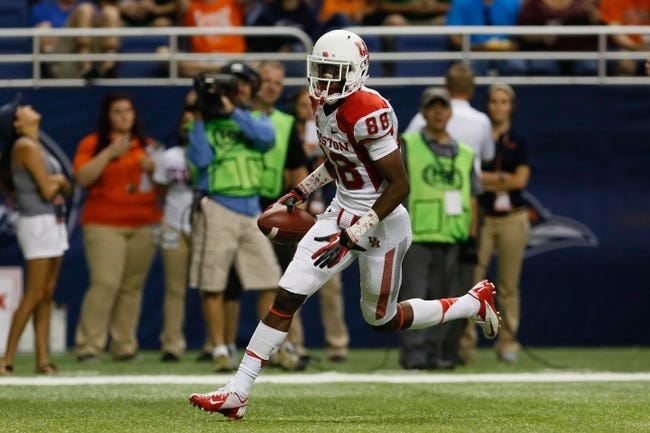 Sep 28, 2013; San Antonio, TX, USA; Houston Cougars wide receiver Xavier Maxwell (88) makes a touchdown catch against the Texas-San Antonio Roadrunners during the second  half at Alamodome. Houston won 59 - 28. Mandatory Credit: Soobum Im-USA TODAY Sports