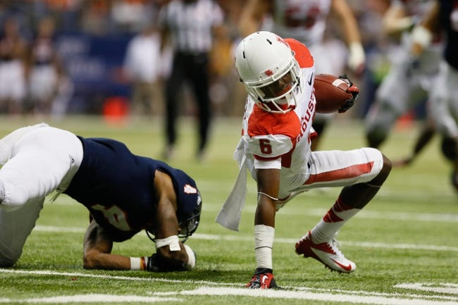 Sep 28, 2013; San Antonio, TX, USA; Houston Cougars wide receiver Larry McDuffey (6) runs for a first down against the Texas-San Antonio Roadrunners during the second  half at Alamodome. Houston won 59 - 28. Mandatory Credit: Soobum Im-USA TODAY Sports