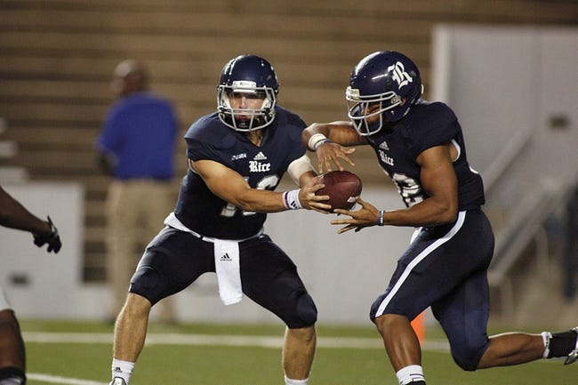 Sep 28, 2013; Houston, TX, USA; Rice Owls quarterback Taylor McHargue (16) hands off the ball to running back Jawon Davis (3) against the Florida Atlantic Owls during the third quarter at Rice Stadium. Mandatory Credit: Andrew Richardson-USA TODAY Sports