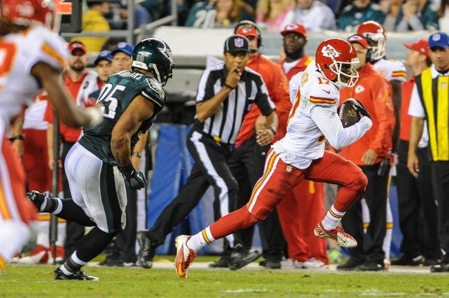 Sep 19, 2013; Philadelphia, PA, USA; Kansas City Chiefs wide receiver Donnie Avery (17) runs for a first down during the third quarter of the game at Lincoln Financial Field. The Kansas City Chiefs beat the Philadelphia Eagles 26-16. Mandatory Credit: John Geliebter-USA TODAY Sports