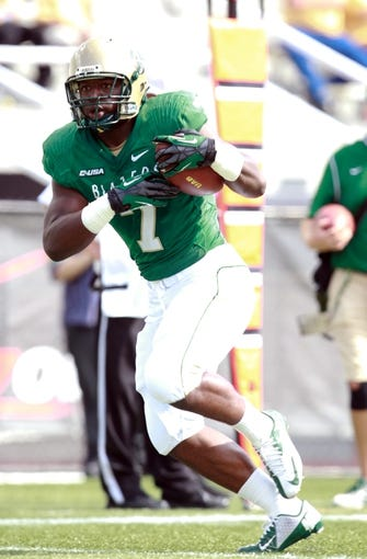 Oct 5, 2013; Birmingham, AL, USA;  UAB Blazers running back Jordan Howard (7) runs catching a pass against the Florida Atlantic Owls at Legion Field. Mandatory Credit: Marvin Gentry-USA TODAY Sports