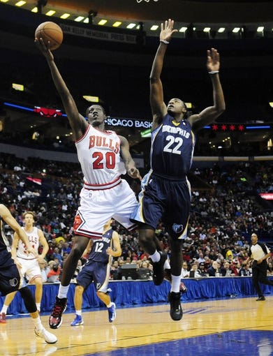 Oct 7, 2013; St. Louis, MO, USA; Chicago Bulls small forward Tony Snell (20) goes for a lay up as Memphis Grizzlies shooting guard Jamaal Franklin (22) defends during the second quarter at Scottrade Center. Mandatory Credit: Jeff Curry-USA TODAY Sports