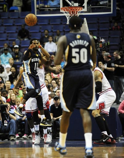 Oct 7, 2013; St. Louis, MO, USA; Memphis Grizzlies point guard Mike Conley (11) passes to power forward Zach Randolph (50) during the first quarter against the Chicago Bulls at Scottrade Center. Mandatory Credit: Jeff Curry-USA TODAY Sports