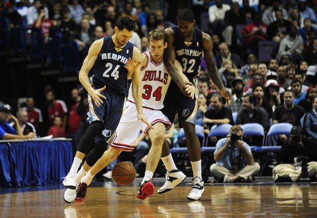 Oct 7, 2013; St. Louis, MO, USA; Memphis Grizzlies forward and power forward Ed Davis (32) defend against Chicago Bulls shooting guard Mike Dunleavy (34) during the second quarter at Scottrade Center. Chicago defeated Memphis 106-87. Mandatory Credit: Jeff Curry-USA TODAY Sports