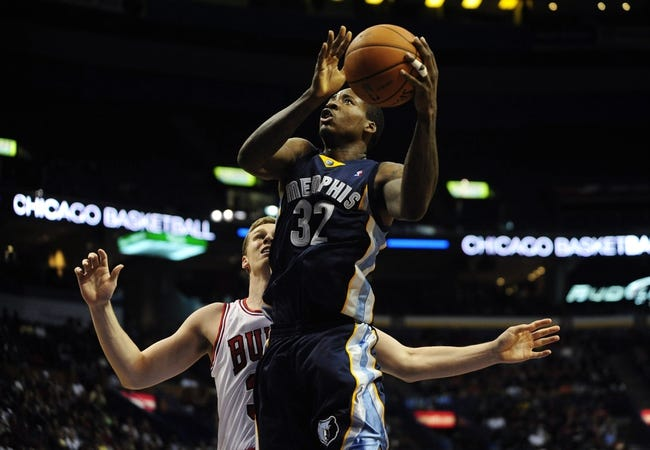 Oct 7, 2013; St. Louis, MO, USA; Memphis Grizzlies power forward Ed Davis (32) goes up for a lay up against the Chicago Bulls during the third quarter at Scottrade Center. Chicago defeated Memphis 106-87. Mandatory Credit: Jeff Curry-USA TODAY Sports