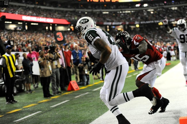 Oct 7, 2013; Atlanta, GA, USA; New York Jets tight end Kellen Winslow (81) catches a touchdown pass behind Atlanta Falcons safety William Moore (25) during the second half at the Georgia Dome. The Jets defeated the Falcons 30-28. Mandatory Credit: Dale Zanine-USA TODAY Sports