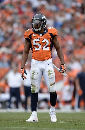 Sep 29, 2013; Denver, CO, USA; Denver Broncos outside linebacker Wesley Woodyard (52) during the game against the Philadelphia Eagles at Sports Authority Field at Mile High. Mandatory Credit: Ron Chenoy-USA TODAY Sports