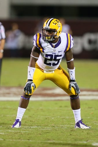 Oct 5, 2013; Starkville, MS, USA; LSU Tigers linebacker Kwon Alexander (25) during the game against the Mississippi State Bulldogs at Davis Wade Stadium.  LSU Tigers defeated the Mississippi State Bulldogs 59-26.  Mandatory Credit: Spruce Derden-USA TODAY Sports