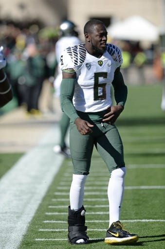 Oct 5, 2013; Boulder, CO, USA; Oregon Ducks running back De'Anthony Thomas (6) before the game against the Colorado Buffaloes at Folsom Field. Mandatory Credit: Ron Chenoy-USA TODAY Sports