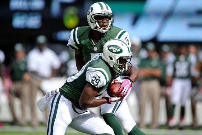 Oct 13, 2013; East Rutherford, NJ, USA; New York Jets quarterback Geno Smith (7) hands off to running back Bilal Powell (29) against the Pittsburgh Steelers at MetLife Stadium. The Steelers won the game 19-6. Mandatory Credit: Joe Camporeale-USA TODAY Sports