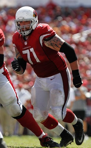 Sep 29, 2013; Tampa, FL, USA;Arizona Cardinals guard Daryn Colledge (71) rushes against the Tampa Bay Buccaneers during the second half at Raymond James Stadium. Arizona Cardinals defeated the Tampa Bay Buccaneers 13-10. Mandatory Credit: Kim Klement-USA TODAY Sports
