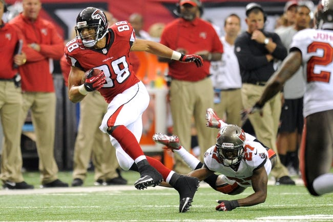 Oct 20, 2013; Atlanta, GA, USA; Atlanta Falcons tight end Tony Gonzalez (88) breaks a tackle by Tampa Bay Buccaneers cornerback Johnthan Banks (27) during the second half at the Georgia Dome. The Falcons defeated the Buccaneers 31-23.  Mandatory Credit: Dale Zanine-USA TODAY Sports