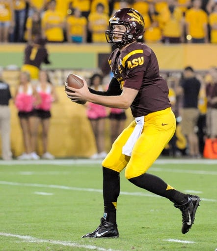 Oct 12, 2013; Tempe, AZ, USA; Arizona State Sun Devils quarterback Taylor Kelly (10) looks for an open receiver to pass to during the first quarter against the Colorado Buffaloes at Sun Devil Stadium. The Sun Devils beat the Buffaloes 54-13. Mandatory Credit: Casey Sapio-USA TODAY Sports