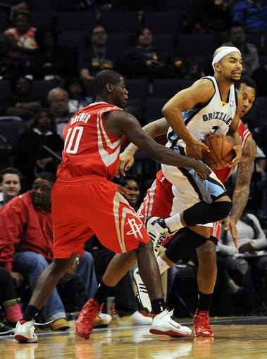 Oct 25, 2013; Memphis, TN, USA; Memphis Grizzlies point guard Jerryd Bayless (7) fights for the ball against Houston Rockets small forward Ronnie Brewer (10) during the fourth quarter at FedExForum. Memphis Grizzlies lose to Houston Rockets 92 - 73. Mandatory Credit: Justin Ford-USA TODAY Sports