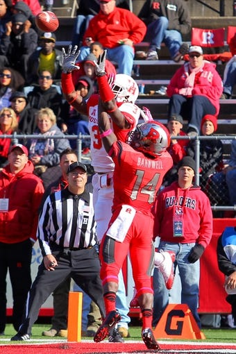 Oct 26, 2013; Piscataway, NJ, USA; Houston Cougars wide receiver Deontay Greenberry (3) catches a touchdown pass during the second half of their game against the Rutgers Scarlet Knights at High Point Solutions Stadium. Houston defeated Rutgers 49-14.  Mandatory Credit: Ed Mulholland-USA TODAY Sports