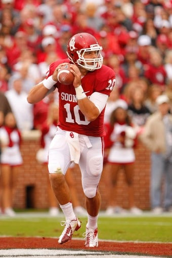 Oct 26, 2013; Norman, OK, USA; Oklahoma Sooners quarterback Blake Bell (10) looks for an open receiver during the first quarter  against the Texas Tech Red Raiders at Gaylord Family - Oklahoma Memorial Stadium. Mandatory Credit: Alonzo Adams-USA TODAY Sports