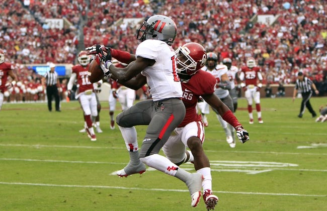 Oct 26, 2013; Norman, OK, USA; Oklahoma Sooners Defensive back Gabe Lynn blocks a pass to Texas Tech Red Raiders wide receiver Jakeem Grant (11) during the first quarter at Gaylord Family - Oklahoma Memorial Stadium. Mandatory Credit: Alonzo Adams-USA TODAY Sports