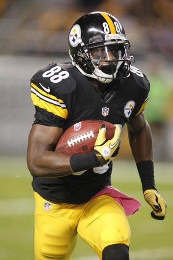 Oct 20, 2013; Pittsburgh, PA, USA; Pittsburgh Steelers wide receiver Emmanuel Sanders (88) returns a Baltimore Ravens kick-off during the fourth quarter at Heinz Field. The Steelers won 19-16. Mandatory Credit: Charles LeClaire-USA TODAY Sports