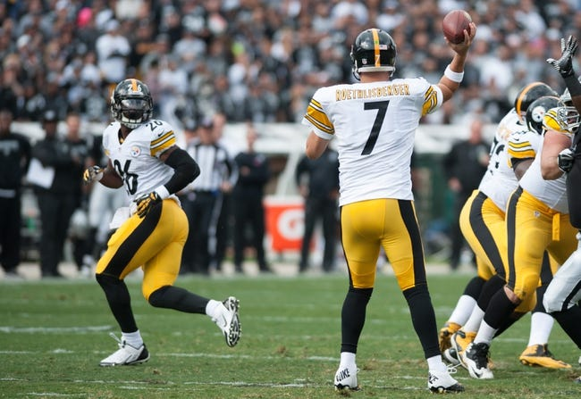 Oct 27, 2013; Oakland, CA, USA; Pittsburgh Steelers quarterback Ben Roethlisberger (7) throws a pass to running back Le'Veon Bell (26) during the first quarter of the game against the Oakland Raiders at O.co Coliseum. The Oakland Raiders defeated the Pittsburgh Steelers 21-18. Mandatory Credit: Ed Szczepanski-USA TODAY Sports