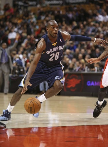Oct 23, 2013; Toronto, Ontario, CAN; Memphis Grizzlies forward Quincy Pondexter (20) drives to the basket against the Toronto Raptors at Air Canada Centre. The Raptors beat the Grizzlies 108-72. Mandatory Credit: Tom Szczerbowski-USA TODAY Sports