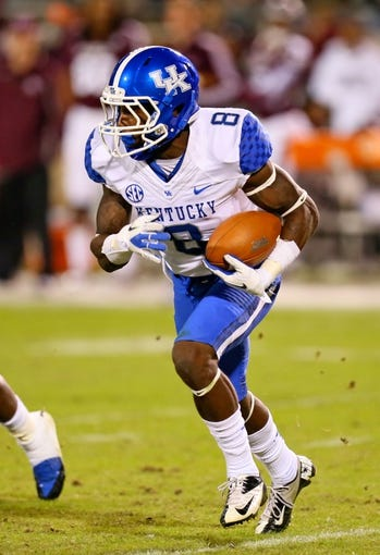 Oct 24, 2013; Starkville, MS, USA; Kentucky Wildcats wide receiver Javess Blue (8) advances the ball during the game against the Mississippi State Bulldogs at Davis Wade Stadium. Mississippi State Bulldogs win the game against Kentucky Wildcats 28-22.  Mandatory Credit: Spruce Derden-USA TODAY Sports