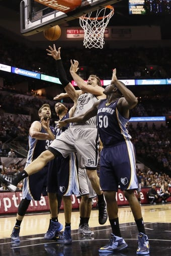 Oct 30, 2013; San Antonio, TX, USA; San Antonio Spurs forward Tiago Splitter (22) shoots against the Memphis Grizzlies during the second half at AT&T Center. The Spurs won 101-94. Mandatory Credit: Soobum Im-USA TODAY Sports