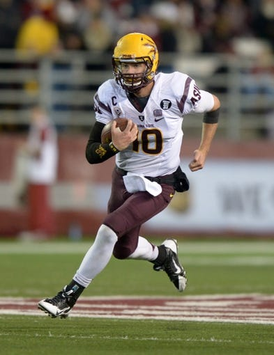 Oct 31, 2013; Pullman, WA, USA; Arizona State Sun Devils quarterback Taylor Kelly (10) rushes for a 26-yard gain in the second quarter against the Washington State Cougars at Martin Stadium. Mandatory Credit: Kirby Lee-USA TODAY Sports
