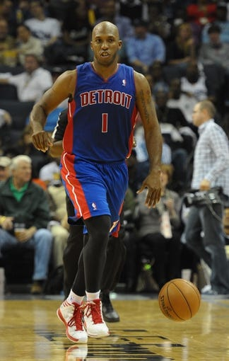 Nov 1, 2013; Memphis, TN, USA; Detroit Pistons point guard Chauncey Billups (1) brings the ball up court against the Memphis Grizzlies at FedExForum. Memphis Grizzlies beat the Detroit Pistons 111 - 108. Mandatory Credit: Justin Ford-USA TODAY Sports