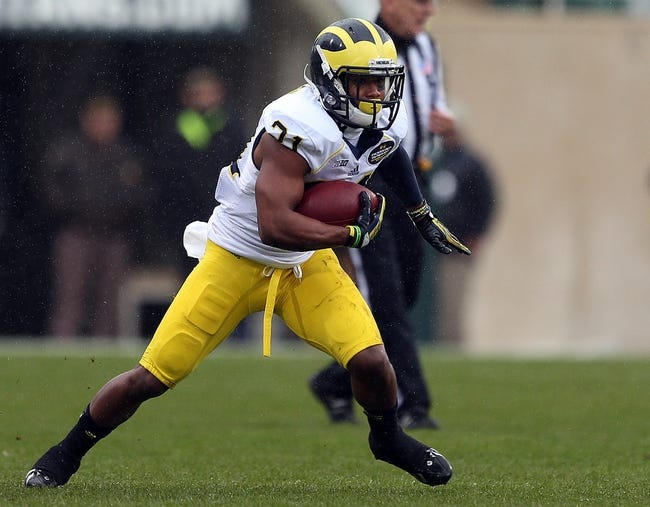 Nov 2, 2013; East Lansing, MI, USA; Michigan Wolverines wide receiver Jeremy Gallon (21) runs with the ball during the 1st quarter against the Michigan State Spartans at Spartan Stadium. Mandatory Credit: Mike Carter-USA TODAY Sports