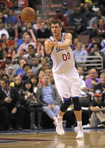Nov 6, 2013; Philadelphia, PA, USA; Philadelphia 76ers center Spencer Hawes (00) makes a pass against the Washington Wizards during the second half at Wells Fargo Center. The Wizards defeated the 76ers, 116-102. Mandatory Credit: Eric Hartline-USA TODAY Sports